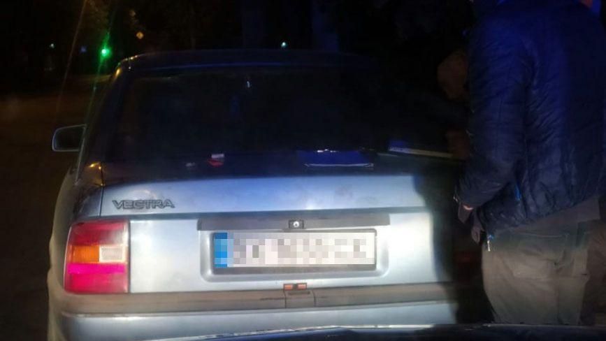 Вночі на Старокостянтинівському шосе зупинили 22-річного водія «під кайфом»