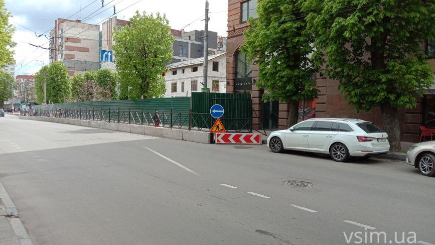 На Подільській «вкрали» смугу для руху: хто це зробив і чи законно (ФОТО)