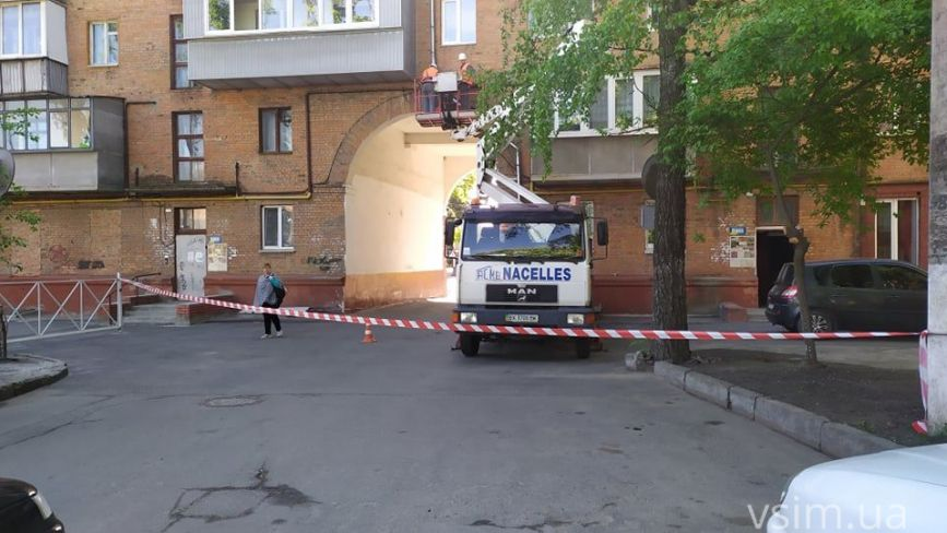 Рух через арку на Володимирській перекрили