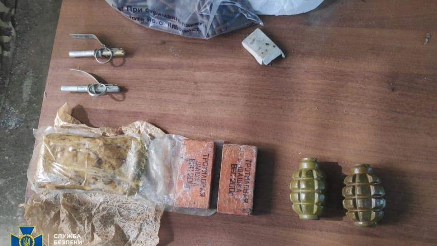 Хмельничанин зберігав на дачі боєприпаси незаконно привезені з ООС (ФОТО)