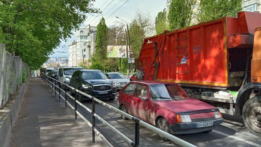 На перехресті Бандери і проспекту регулярні затори: які причини та як це виправити