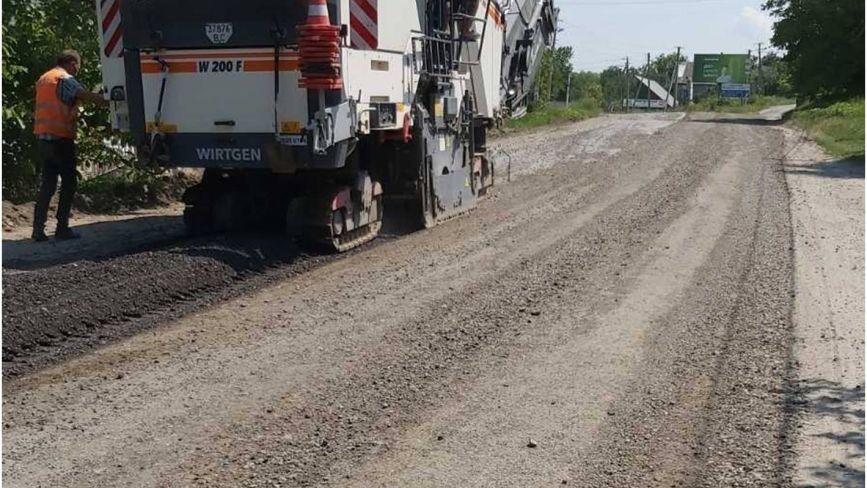 Дорогу Кам'янець-Стара Ушиця почали ремонтувати. Що планують зробити