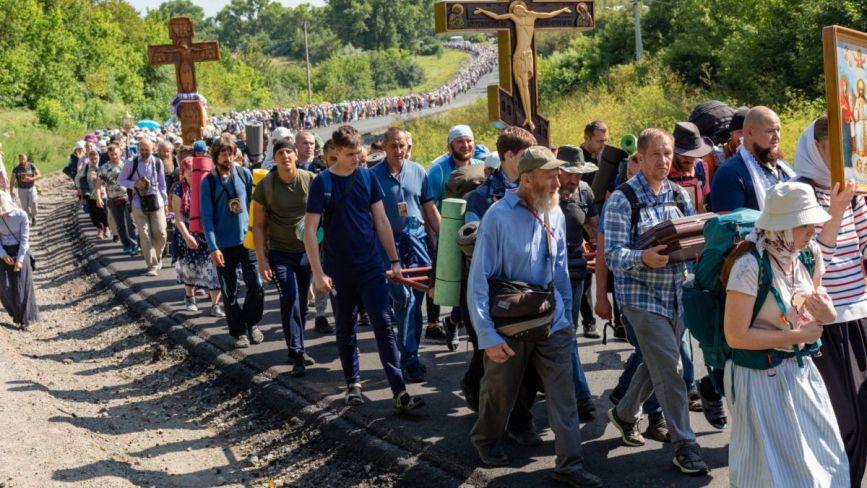 Мешканці Хмельниччини вийшли хресним ходом у Почаїв