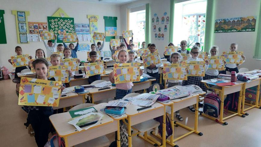 Хмельницькі школярі отримали подарунки від сайту vsim.ua