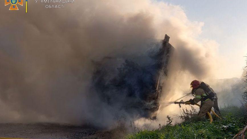 Через несправні гальма поблизу Кам'янця загорілась вантажівка (ФОТО)