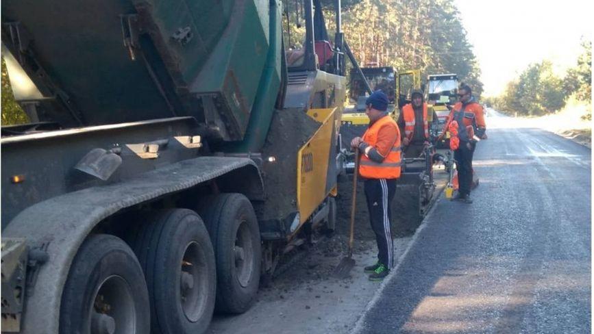 Ремонтують дорогу Н-25 на Хмельниччині: що запланували зробити