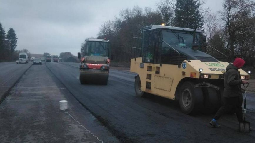 На дорозі Н-03 у Хмельницькому районі ускладнений рух: де тривають роботи