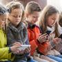 Заборона телефонів у школах: що вирішили у міськраді