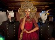 У Хмельницькому виступатиме суперблондинка у кокошнику Ольга Полякова