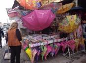 Коли на вулиці дощ. Де і за скільки у Хмельницькому купити парасольку та дощовик