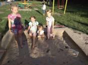 Пісочниці у дворах Хмельницького не перевіряють, а інколи і оновити забувають
