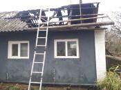 Шестеро рятівників на двох автомобілях гасили пожежу у Новоушицькому районі