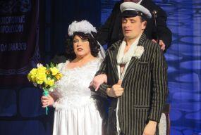 У Хмельницькому Руслана Писанка одружилась прямо на сцені театру
