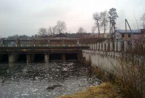 У Полонському районі двоє людей впали у річку - самотужки дістатися до берега не могли