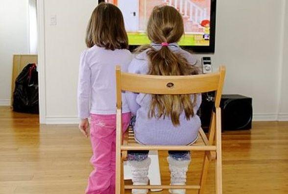 Дівчата копіюють зірок телеекранів та мріють вийти заміж за багачів