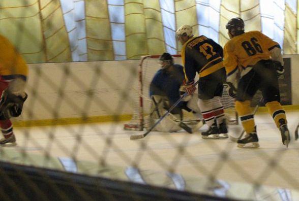 Чемпіонат Хмельницького з хокею: без втрат лише дві команди