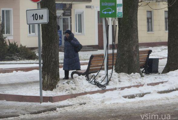 Хмельницькі комунальники прибирають сніг лише обраним?