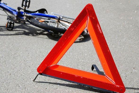 У Полонному таксист збив насмерть велосипедиста і втік
