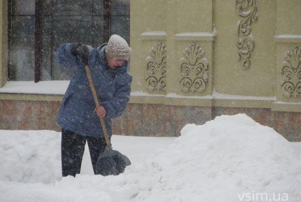Як прибирають центр Хмельницького від снігу (ФОТО)