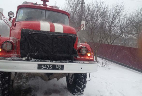 На Хмельниччині із замету витягнули авто із жінкою, яка їхала народжувати