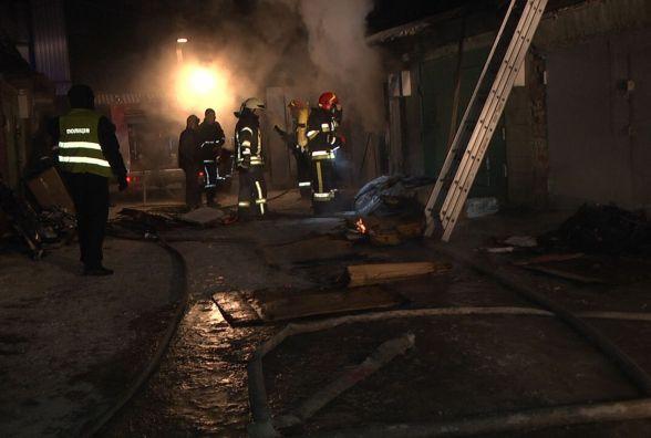 Пожежу на Толкучці гасили 9 рятувальників