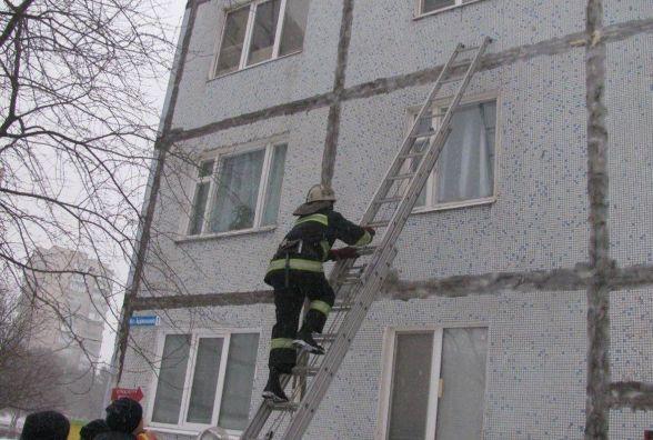 На Хмельниччині немовля залишилось без нагляду в зачиненій квартирі