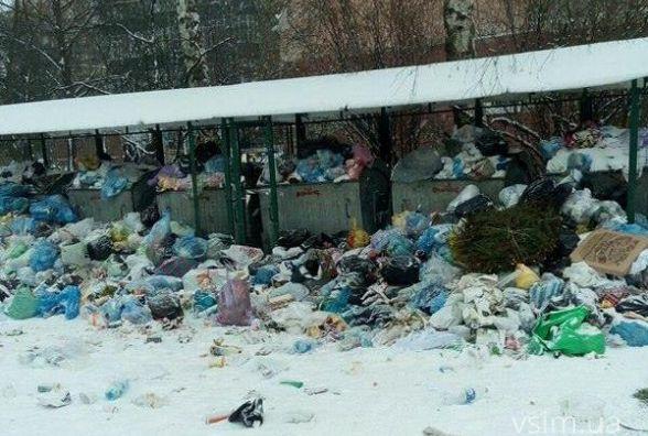Завалені сміттєві баки - зворотній бік свята чи недбалість комунальників?