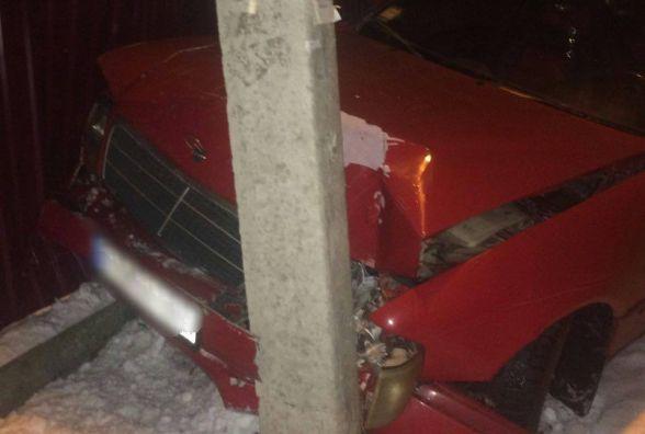 У Хмельницькому п'яний водій на іномарці врізався у стовп