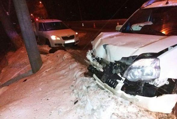 На Старокостянтинівському шосе зіткнулись дві автівки. Постраждала пасажирка
