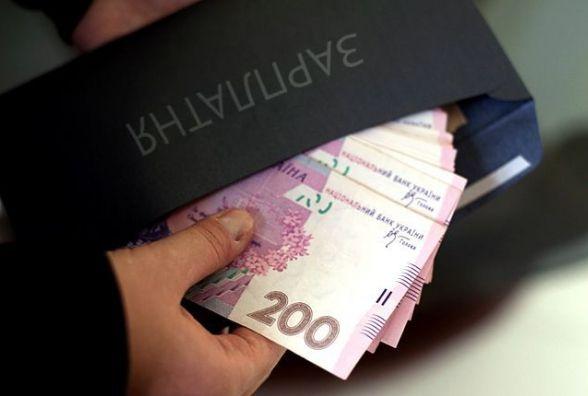 П'ять тисяч працівників на Хмельниччині перестали отримувати зарплату у конвертах