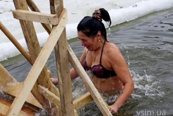 Як купаються хмельничани на Водохреще: огляд соцмереж
