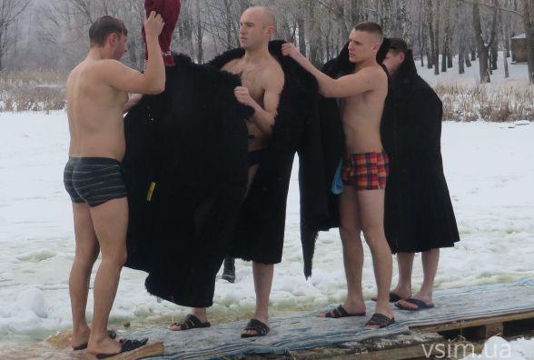 Хмельницькі прикордонники вперше гуртом занурювались в ополонку (ФОТО)