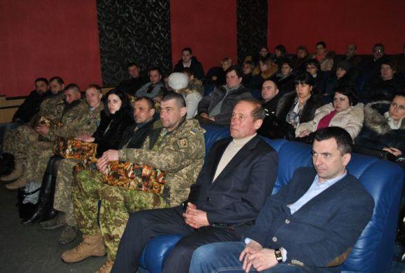 Хмельничанам показують фільм про оборону Донецького аеропорту