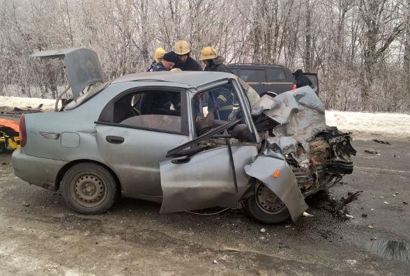 """Після зіткнення з позашляховиком водія """"Daewoo Lanos"""" звільняли з салону бензорізом"""