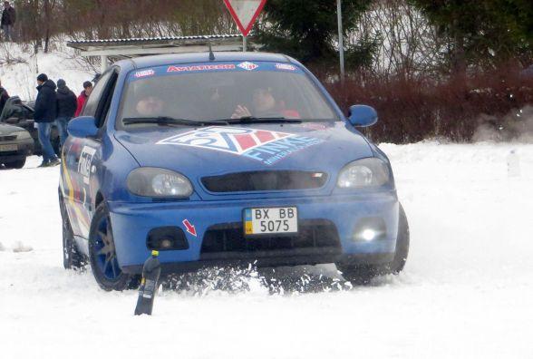 Хмельницьких водіїв навчали їздити в режимі сніжного екстриму (ВІДЕО)