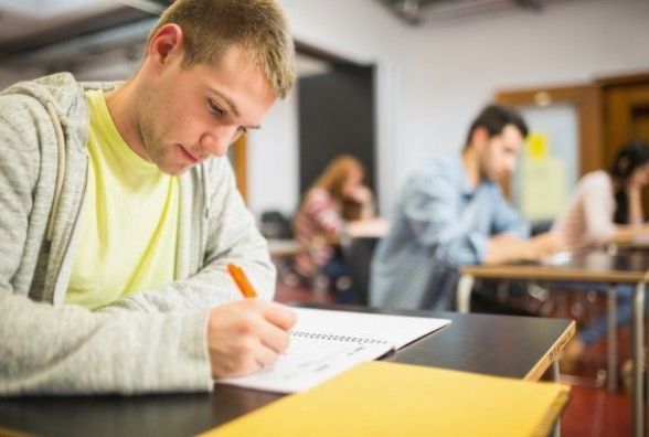 """Математика та іноземні мови: комісія встановила поріг """"склав/не склав"""" тесту ЗНО"""