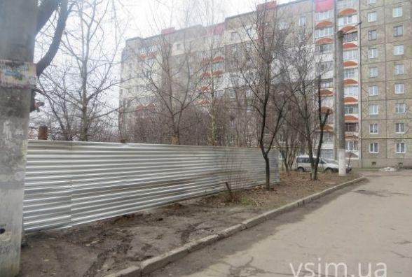 Суд скасував дозвіл на будівництво торговельного центру під вікнами будинку на Панаса Мирного