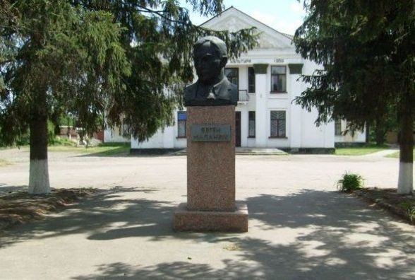 1 лютого народився український письменник Євген Маланюк