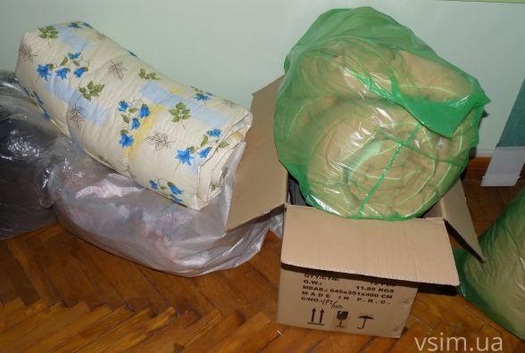Ковдри, одяг та сало: хмельничани несуть допомогу мешканцям Авдіївки (ФОТО)
