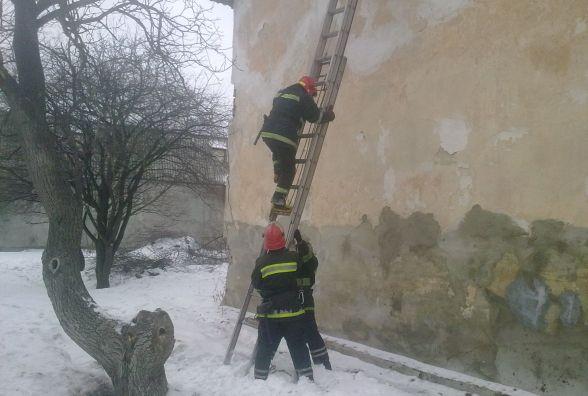 У Старокостянтинові пожежники витягнули жінку з полум'я