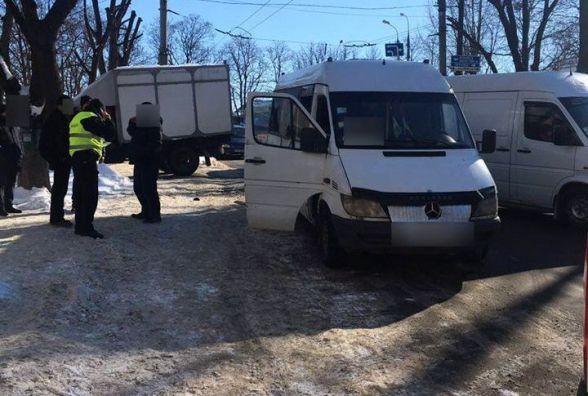 На Інститутській «ГАЗ» врізався у маршрутку