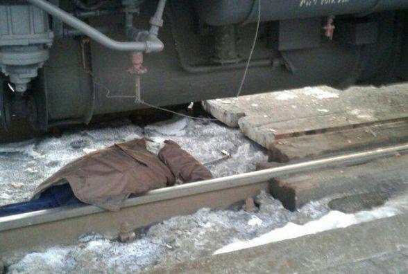 У Хмельницькому електричка насмерть збила чоловіка