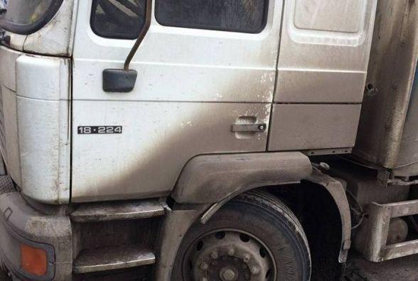 На Зарічанській під фурою провалився асфальт? Поліція шукає очевидців