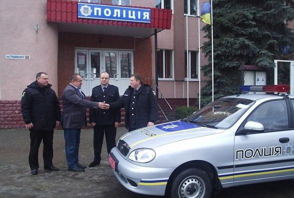 Ізяславські поліцейські отримали новий автомобіль