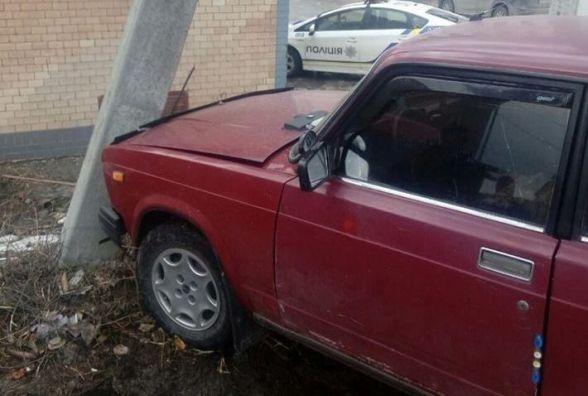 """На Купріна """"Renault"""" врізався у припаркований """"ВАЗ"""". Водій втік з місця ДТП"""