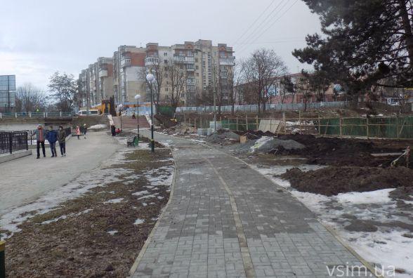 В парку Чекмана вже завершують будувати першу велодоріжку (ФОТО)