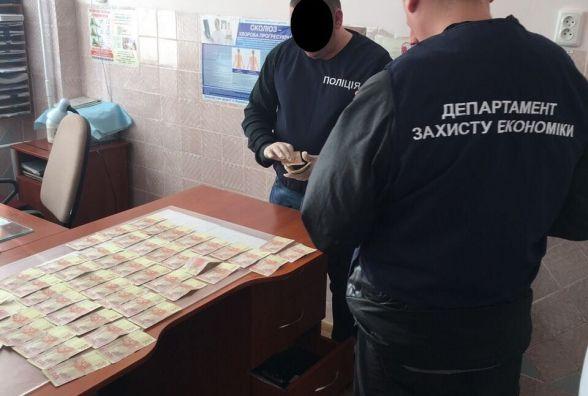 Травматолог із Хмельницького вимагав від пацієнтки 7000 гривень хабара