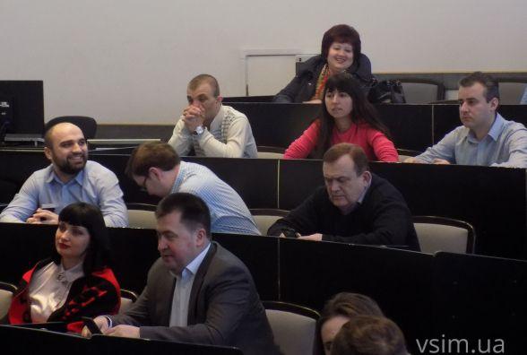 Хмельницьких чиновників вчили заповнювати електронні декларації