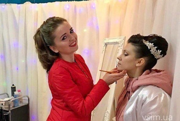 Високі зачіски і яскравий макіяж: у Хмельницькому проходить весільна виставка