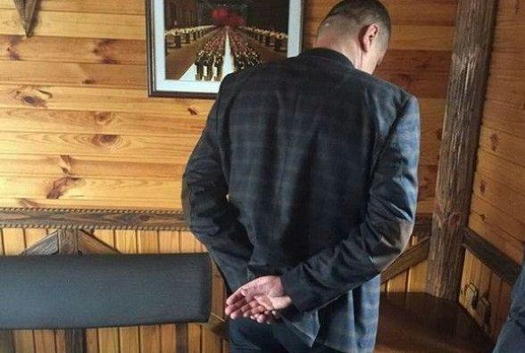 У Хмельницькому в кафе затримали аудитора, який взяв хабар (ВІДЕО)